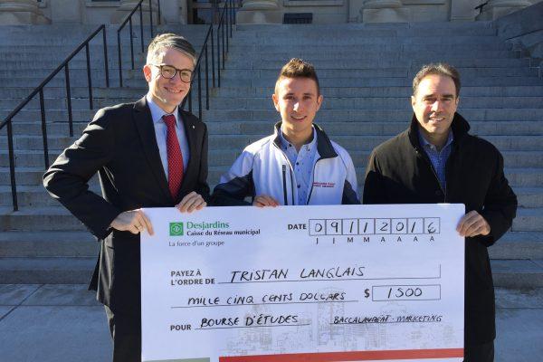 Tristan Langlais, récipiendaire d'une bourse d'études de 1 500 $